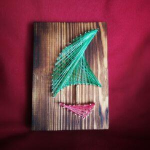 dekoracja marynistyczna żaglówka obraz morski string art (1)